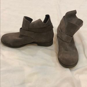 Kenneth Cole Reaction taupe suede booties